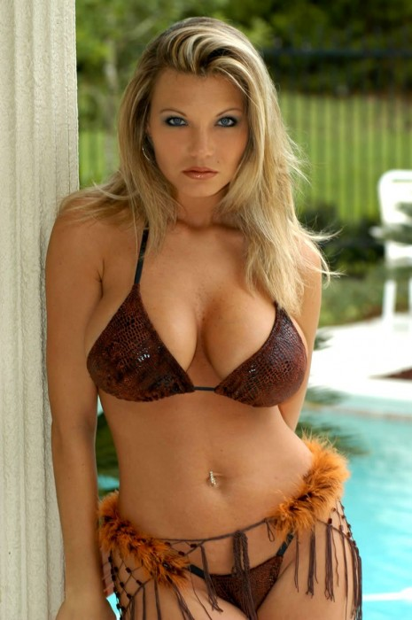 Best Scantily Clad Women (pics)