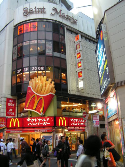 mcdonalds dominance How mcdonald's conquered the world sixty years ago today salesman ray kroc opened the first franchise restaurant in illinois, giving birth to the fast food industry.