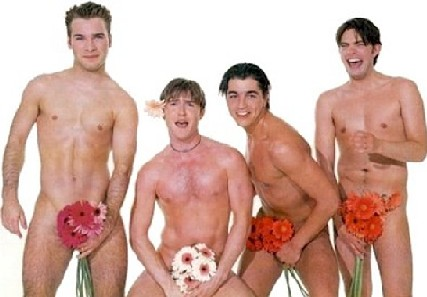 фото голого мужика с цветами
