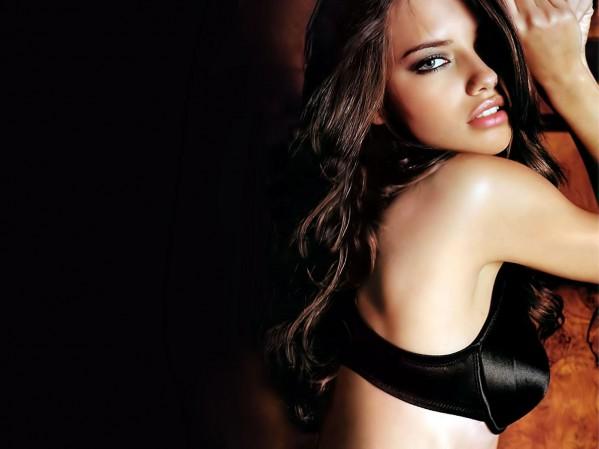 Best Scantily Clad Women (pics)